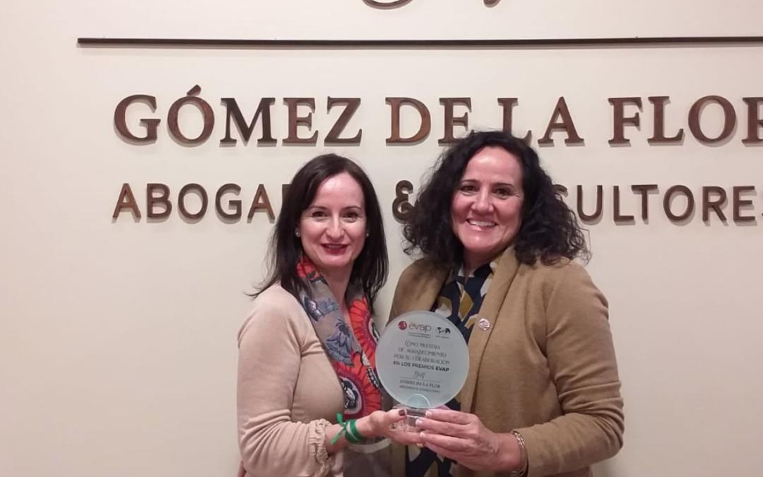 """Mª Eugenia Gómez de la Flor recibe el """"Welcome Pack» como patrocinadores de los #PremiosEVAP"""