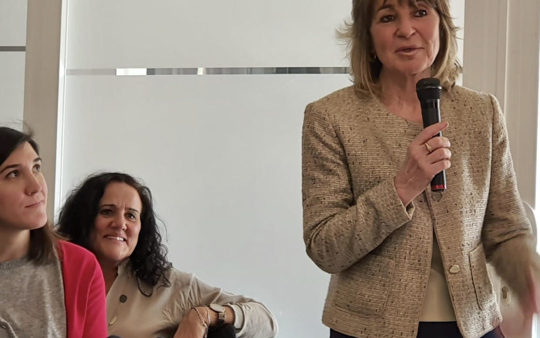 Mª Eugenia Gómez de la Flor comparte encuentro con Mª Teresa Busto